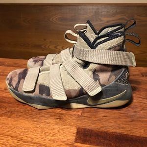 Nike Lebron James Soldier Camo Youth 7y